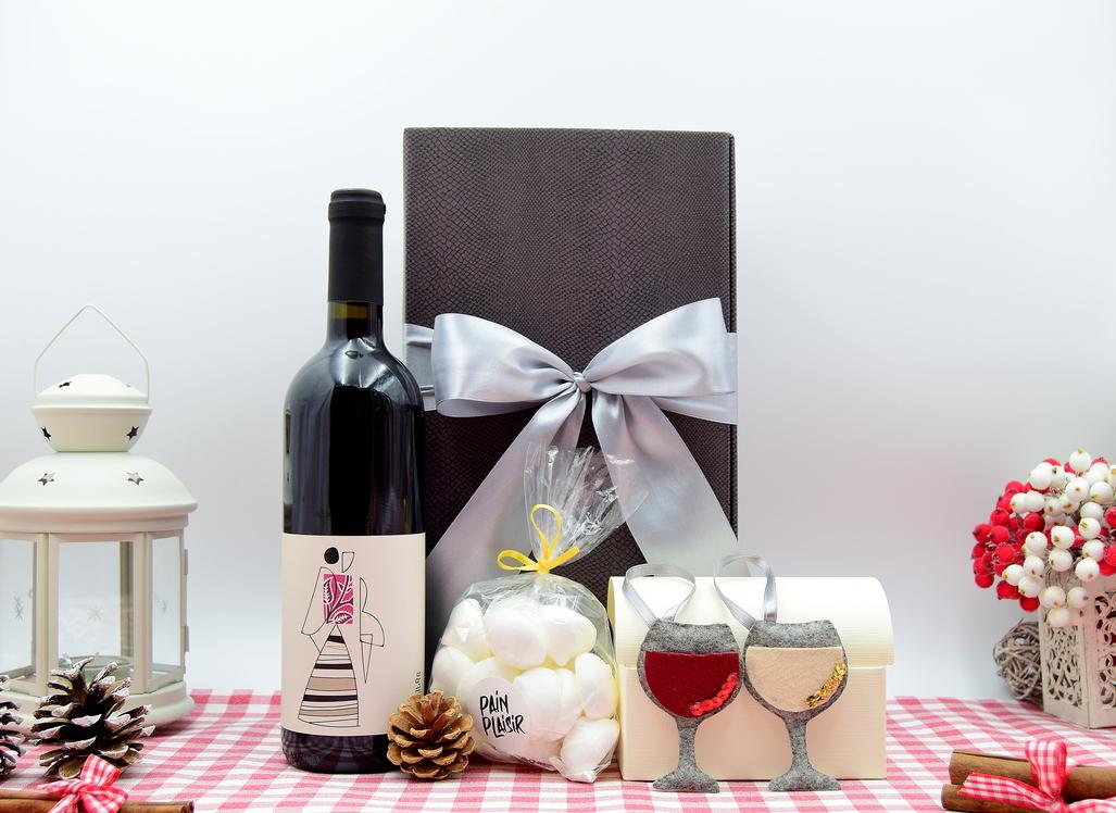 cadou-de-craciun-vin-rosu-lechinta-produse-romanesti
